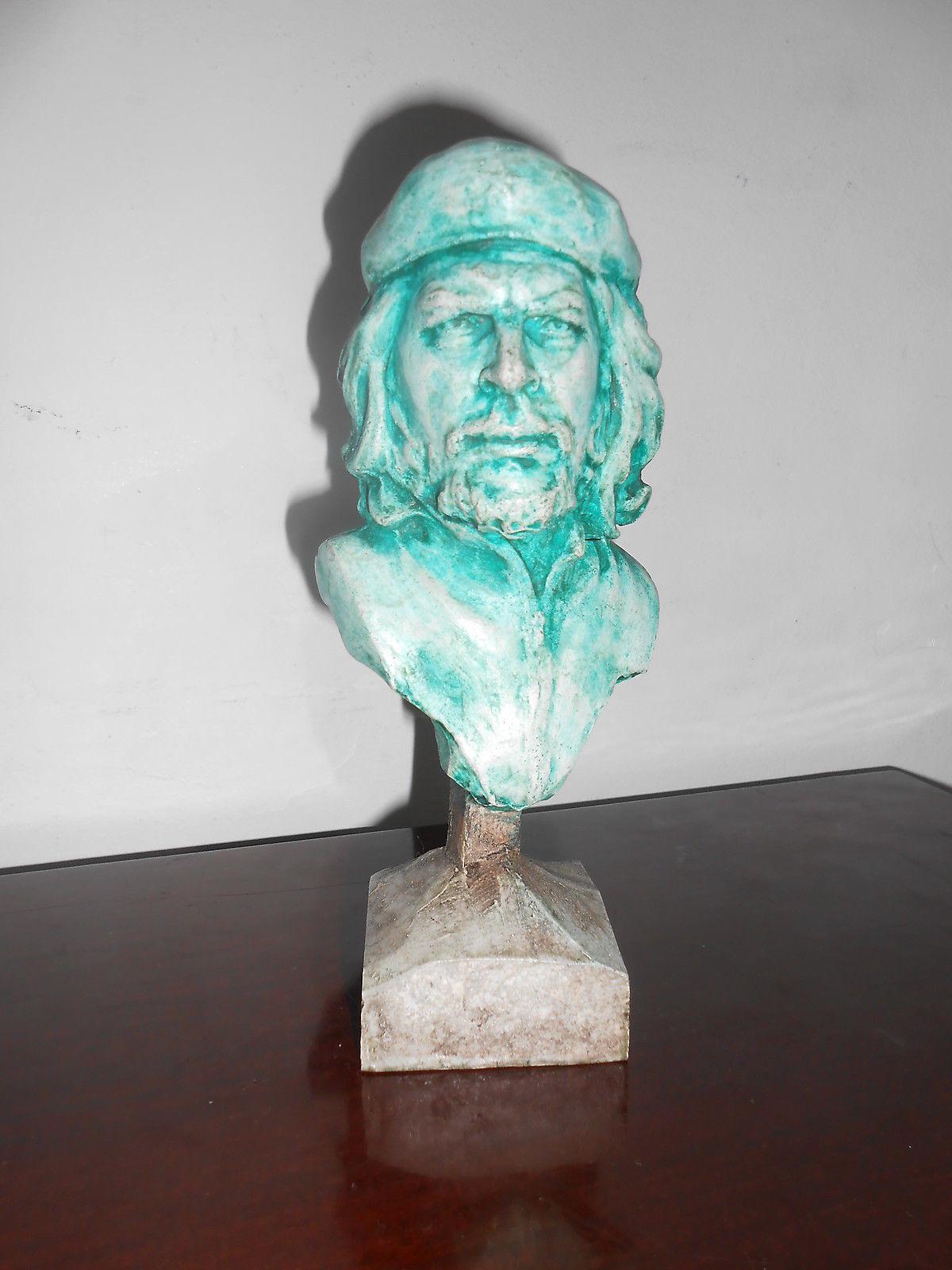 Busto del Che esposto presso la Casa Museo del Comunismo di Matera