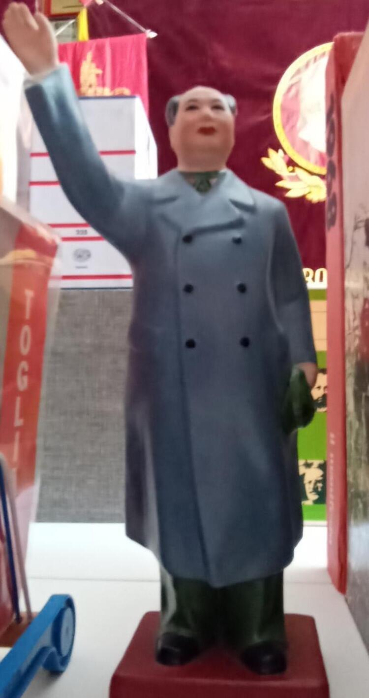 Statua di Mao Tse Tung esposta presso la Casa Museo del Comunismo di Matera