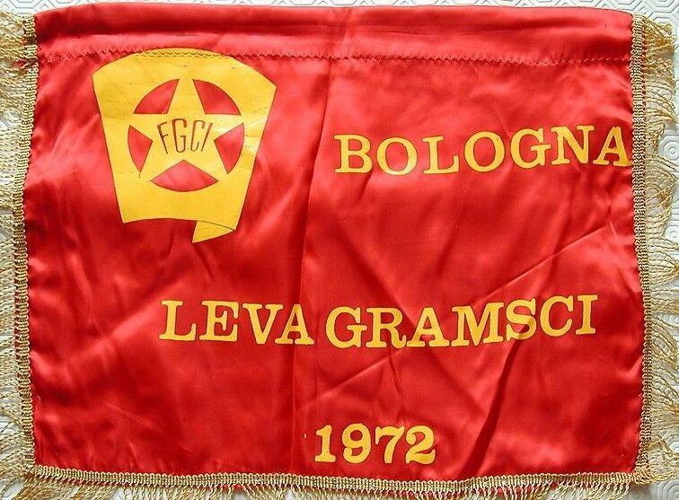 Una magnifica e rarissima bandiera in seta, anno 1972, della FGCI